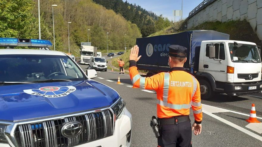 Fallece un motorista en Sondika (Bizkaia)