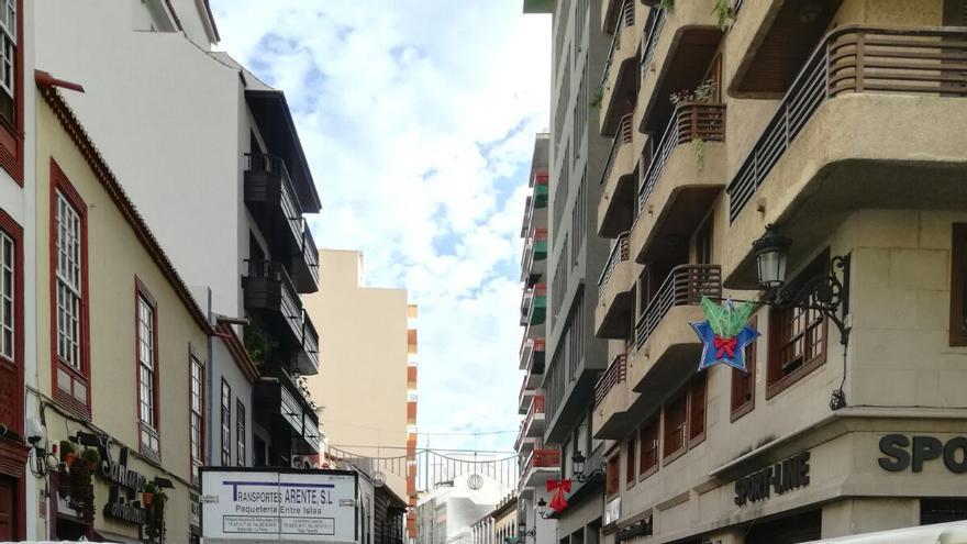 Zona habilitada para el servicio de carga y descarga en la Calle Real de Santa Cruz de La Palma. Imagen tomada este miércoles, 29 de noviembre,  a las 10:20 horas. Foto facilitada por NC.