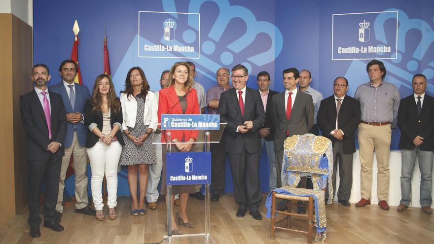 Equipo de gobierno en la entrega de los premios taurinos en Albacete, septiembre 2013. Foto oficial.