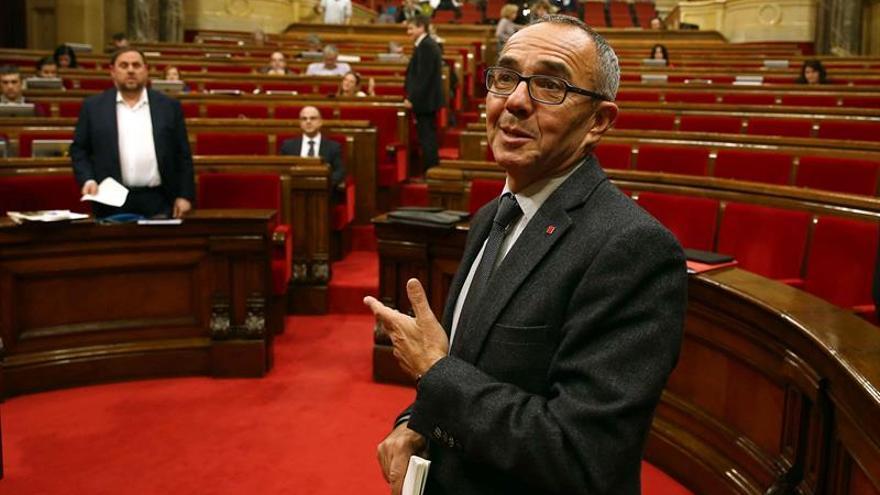 """Coscubiela advierte a Puigdemont de que no debe """"instrumentalizar"""" referéndum"""