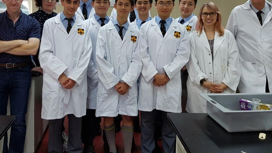 Los orgullosos estudiantes de química de la Sydney Grammar School   Foto: University of Sydney