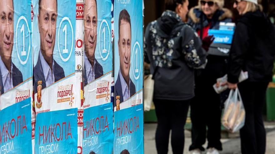 Abren los colegios electorales para los comicios anticipados de Macedonia