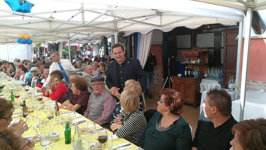 José Julián Mena, alcalde de Arona, en una acto con mayores del municipio sureño