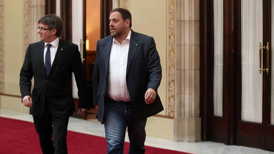 Carles Puigdemont y Oriol Junqueras, a la salida de una reunión en el Parlament