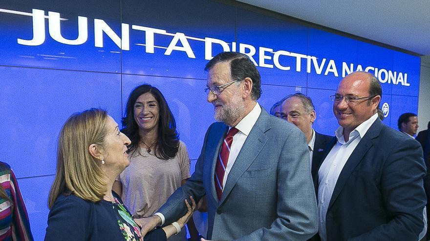 Pedro Antonio Sáncez junto a Mariano Rajoy y Ana Pastor en la Junta Directiva del PP