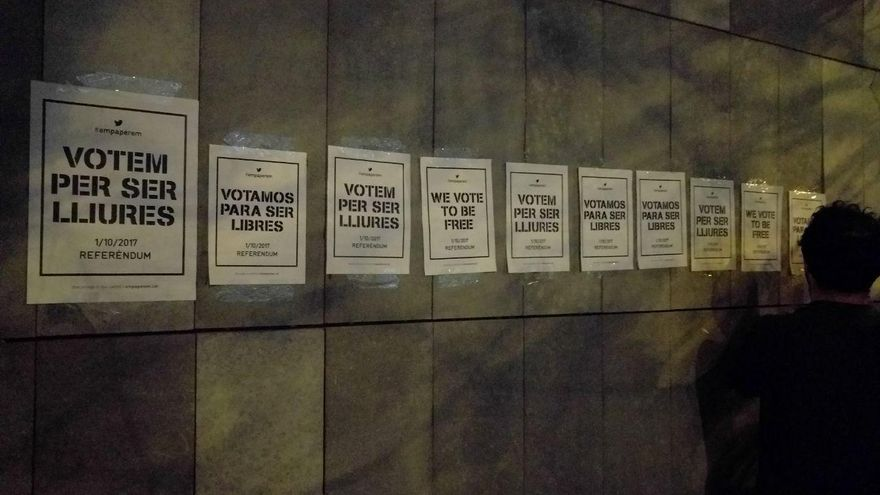 Por su pequeño formato, de din A4, los activistas recomiendan usar varios carteles juntos
