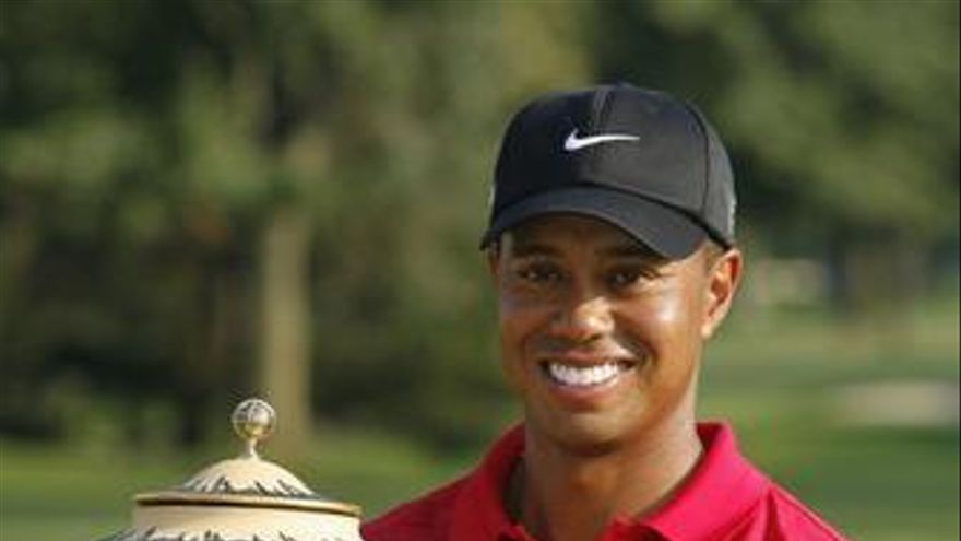 Imagen de Tiger Woods, ganando el Bridgestone