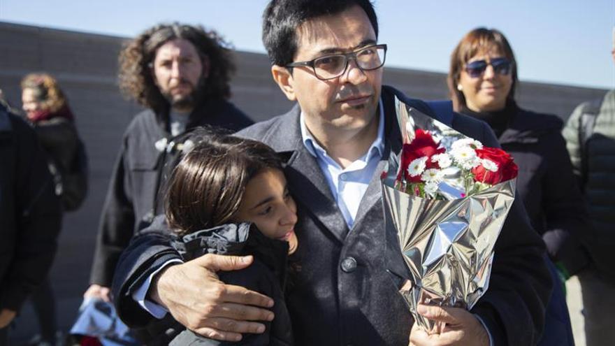 Vicealcalde de Barcelona honra a su padre desaparecido en dictadura argentina