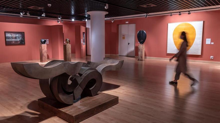 El Ayuntamiento de Pozuelo ha reabierto al público este miércoles la exposición 'Martín Chirino. Sin pasión no hay vida', instalada en el Espacio MIRA