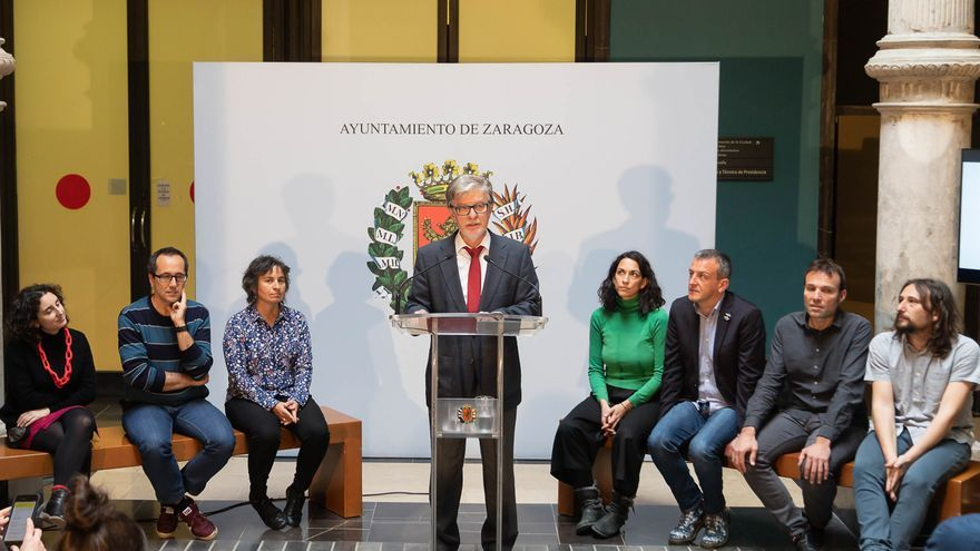 El alcalde de Zaragoza, con sus concejales y concejalas, el pasado lunes en el acto de balance de la legislatura