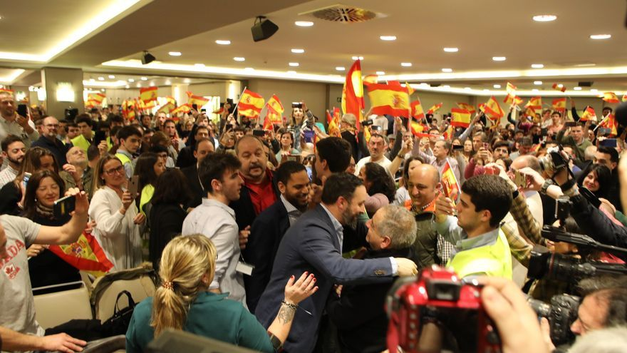 El presidente de Vox, Santiago Abascal, interviene en un acto público del partido en Pamplona.