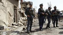 Soldados iraquíes participan en una operación contra el grupo Estado Islámico en el casco viejo de Mosul (Irak), el pasado mes de marzo.