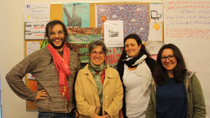Foto de familia de algunos de los activistas de la Oficina Precaria del 15-M (son unos quince)