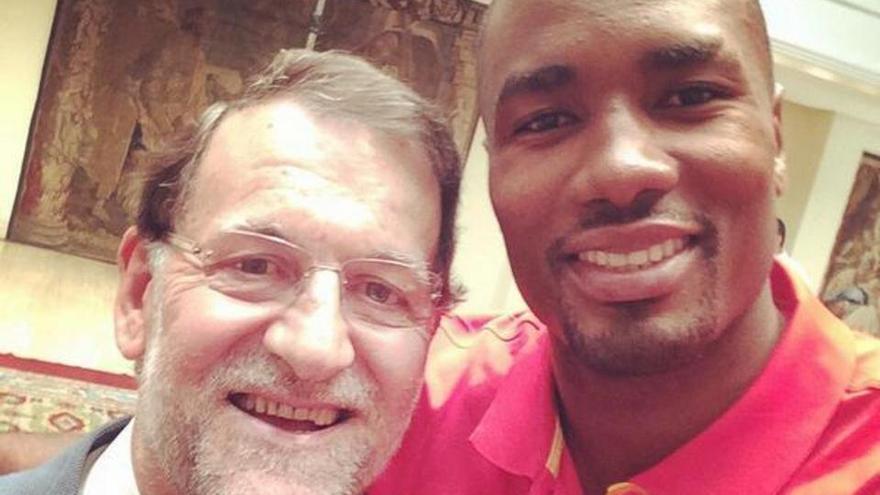 Mariano Rajoy y Serge Ibaka, en una fotografía compartido por el baloncestista en su cuenta de Twitter.