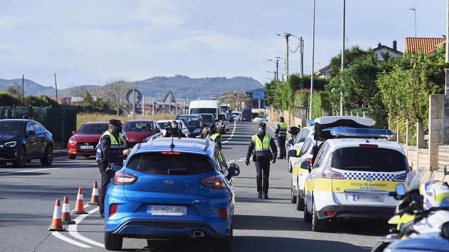 Agentes de Policía realizan controles de movilidad