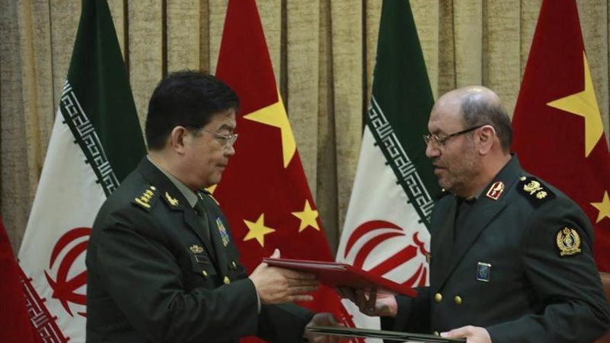 Irán y China firman un acuerdo de colaboración defensiva y militar