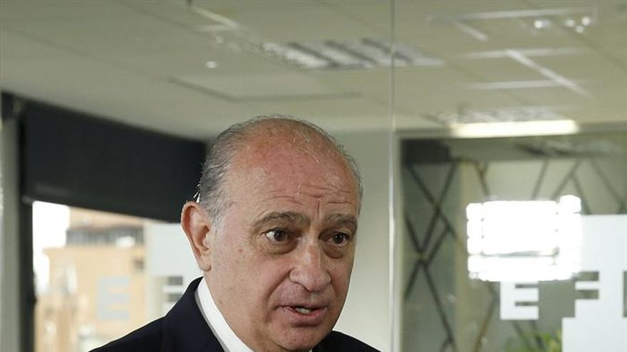 """Fernández Díaz denuncia el """"teatro"""" del PSOE con Gobierno de """"cartón piedra"""""""