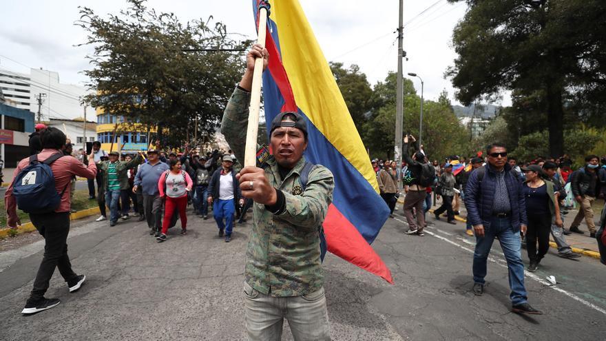 Indígenas llegan este martes al parque Arbolito en el centro-norte de Quito (Ecuador)