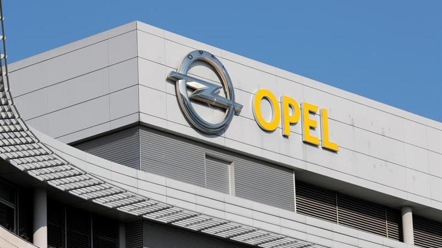 La CE aprueba la compra de Opel por Peugeot por no distorsionar la competencia