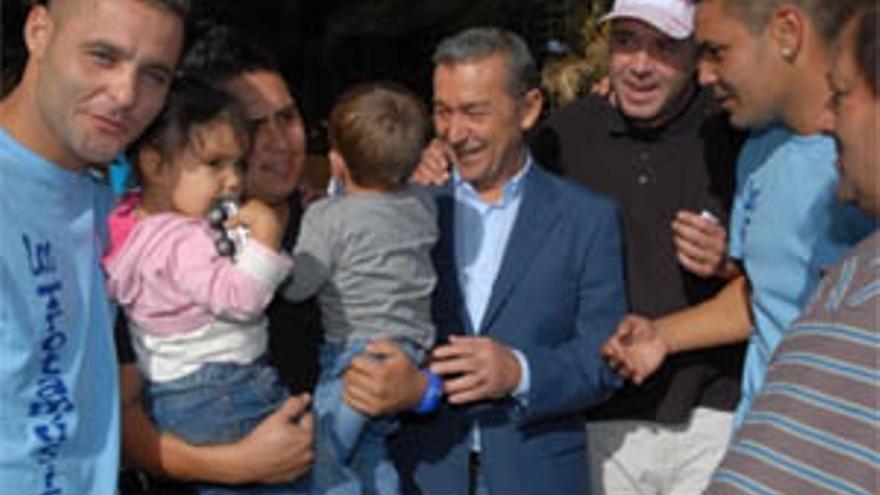 Paulino Rivero visitó este domingo el Valle de Jinámar junto al candidato de CC a la Alcaldía de Telde, Pablo Rodríguez. (ACFI PRESS)