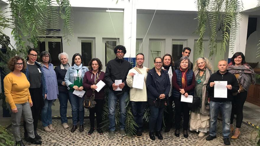 Susana Machín con los nuevos artesanos.