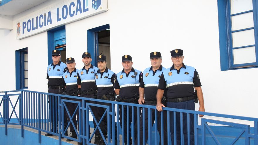 En la imagen, los agentes de la Policía Local luciendo el nuevo uniforme.