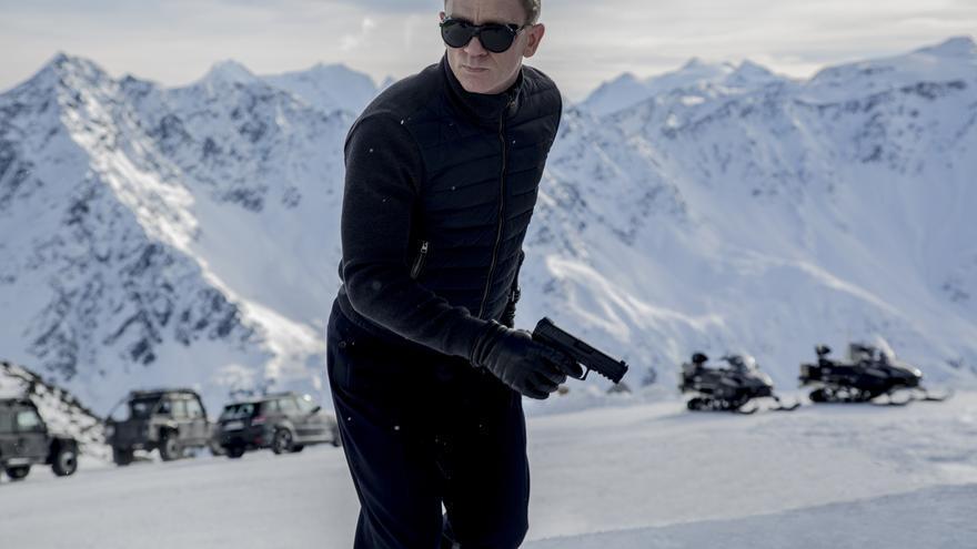 Daniel Craig huye de la vigilancia en 'Spectre'
