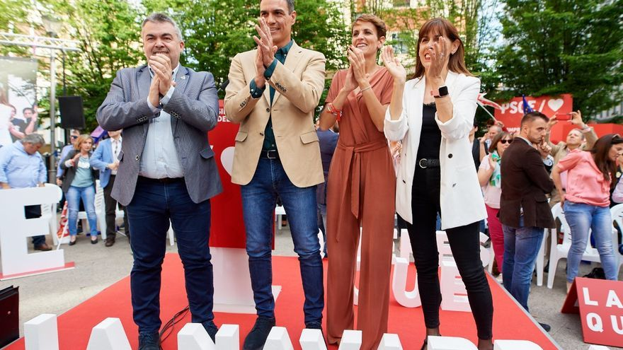 Pedro Sánchez en Pamplona, rodeado por Santos Cerdán, María Chivite y Maite Esporrín (dcha.).