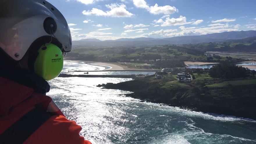 Concluye sin éxito la cuarta jornada de búsqueda del hombre que cayó al mar en San Vicente de la Barquera