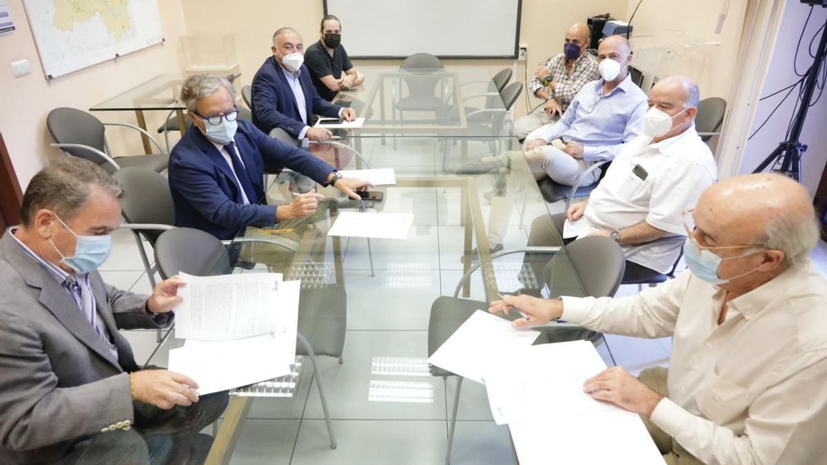 Reunión del presidente de la GMU con representantes del Colegio de Profesionales.