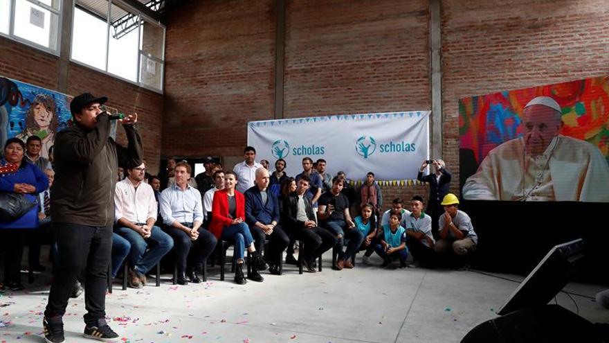 El papa inaugura por vídeo una sede de su programa de educación en Buenos Aires