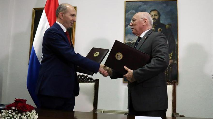 Loizaga y Berizzi firman un acuerdo de la misión de la UE para las elecciones en Paraguay