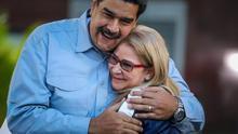 Maduro pide disculpas a los productores de una serie sobre Bolívar y la recomienda