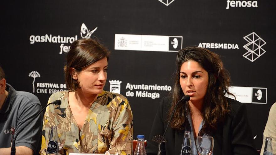 Alba González, a la derecha de la imagen, junto a la actriz Marine Discazeaux.