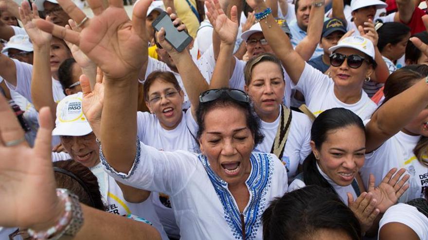El papa llama a trabajar para dar dignidad a los inmigrantes y descartados