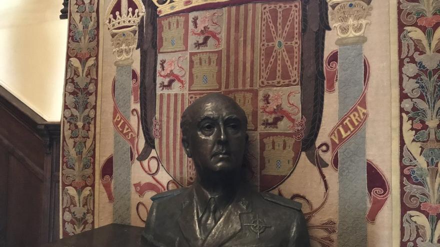 Busto de Franco en el interior de Meirás, en una imagen captada durante la ocupación simbólica del pasado agosto