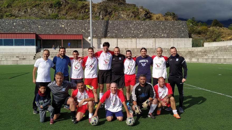 Los técnicos del CD Tenerife EDI con los jugadores que tomaron parte de la jornada.