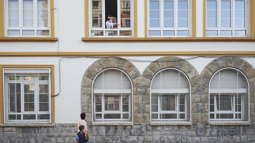 Archivo - Ventanas del Colegio Público Víctor Pradera en el primer día de colegio del curso escolar 2020-2021en Pamplona, Navarra (España), a 4 de septiembre de 2020