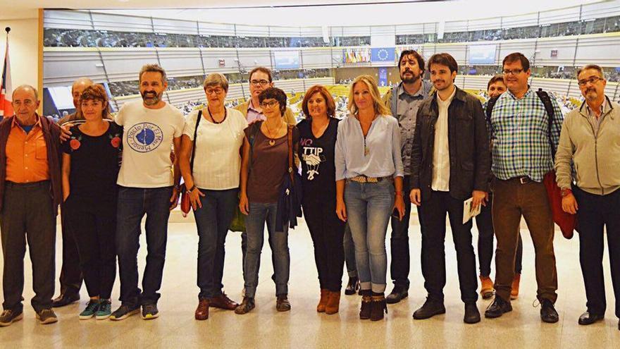Diputados de Podemos y miembros de la plataforma Pacto por el Mar Menor en el Parlamento Europeo