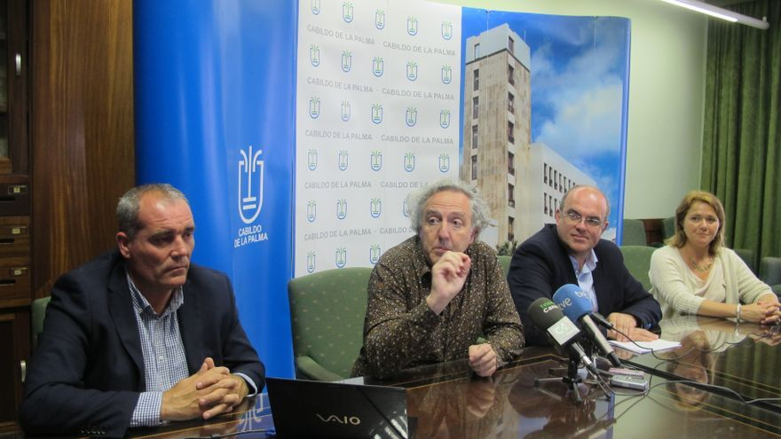 Federico Soriano (segundo por la izquierda) explicó su propuesta en el Cabildo.