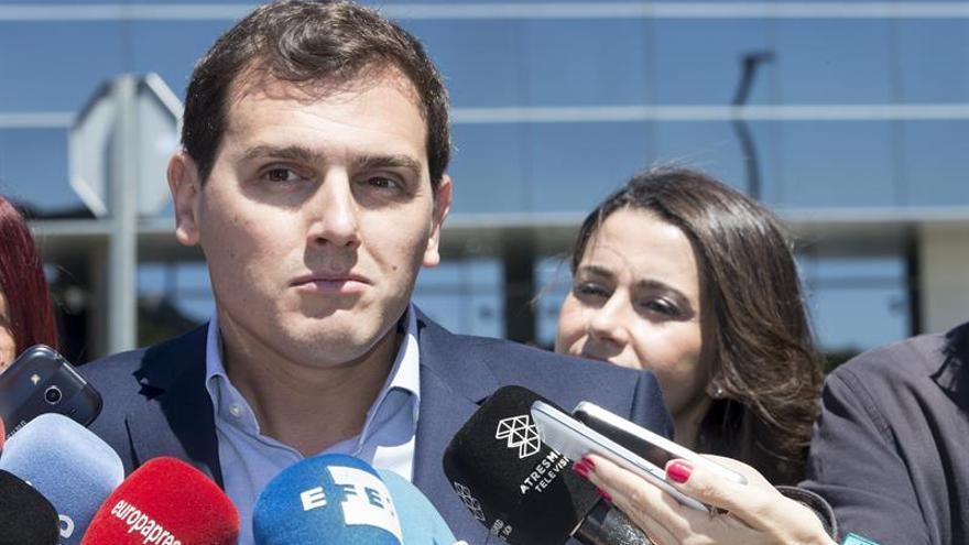 """Rivera ve un Pedro Sánchez """"más escorado a la izquierda"""" y """"eso no es bueno"""""""