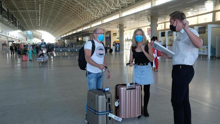 Canarias exigirá una prueba COVID-19 negativa a los turistas extranjeros y nacionales que se alojen en las Islas