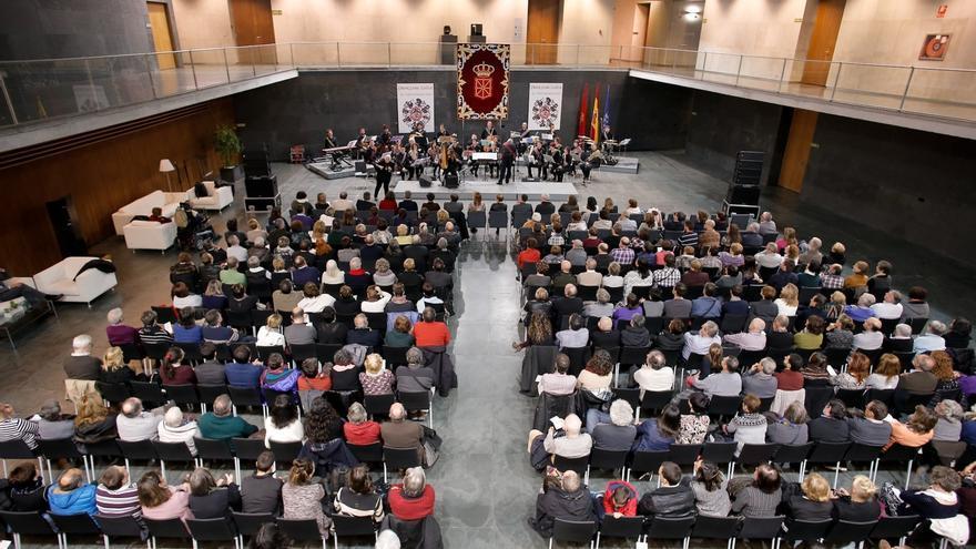 El programa del Día de Navarra del Parlamento foral incluye un concierto de Motxila 21