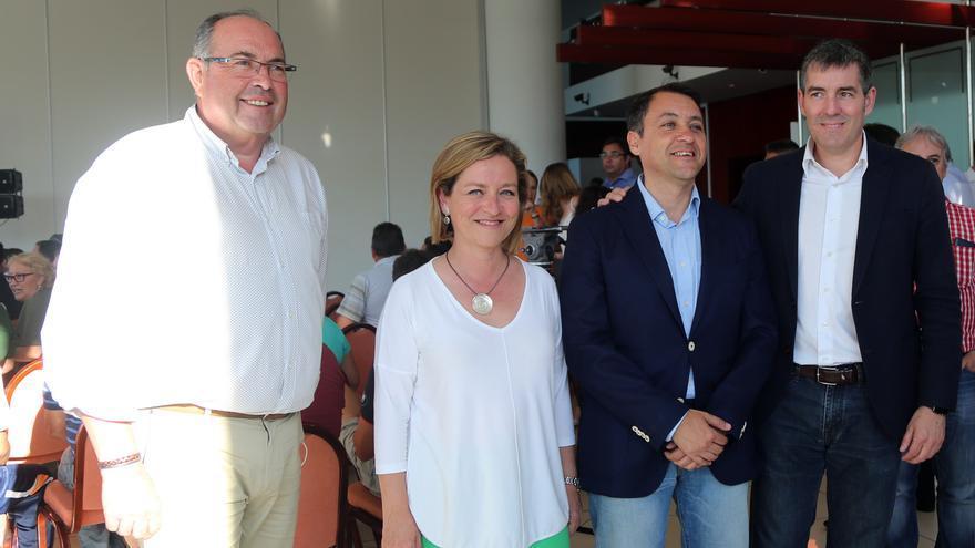 La candidata de CC al Congreso por Santa Cruz de Tenerife, Ana Oramas (segunda por la izquierda). Canarias Ahora