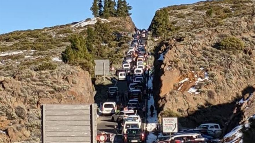 """La afluencia de vehículos al Teide este fin de semana """"fue una barbaridad, como hace tiempo no se veía"""", según el Cabildo de Tenerife"""