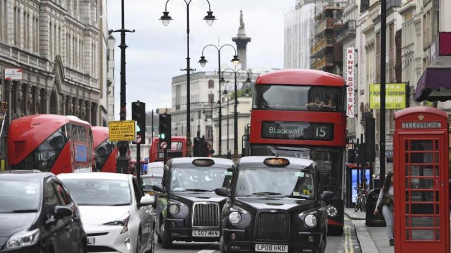 Comienza a aplicarse en Londres un peaje de tráfico a vehículos contaminantes
