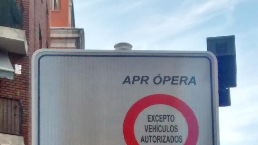 Señal instalada a la entrada del APR por Leganitos   SOMOS MALASAÑA