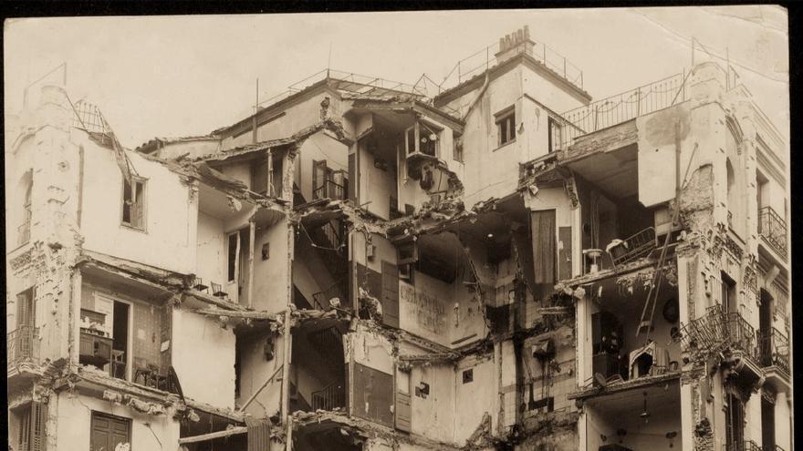 Edificio dañado en la calle de los Estudios, 9.