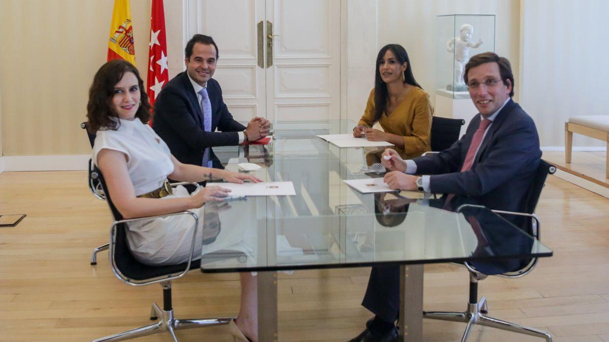 Ignacio Aguado y Begoña Villacís junto al presidenta, Isabel Díaz Ayuso, y el alcalde de Madrid, José Luis Martínez-Almeida.