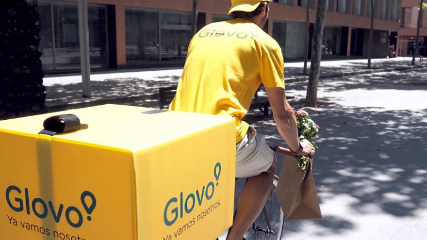 Imagen de archivo de un repartidor de Glovo.